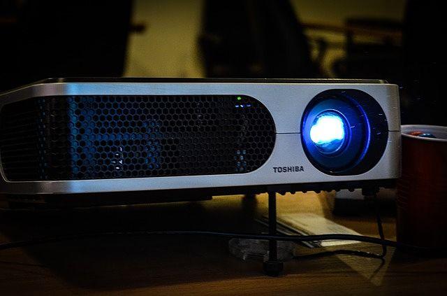 Nejlepší podmínky pro projektor jsou ty, když je tma
