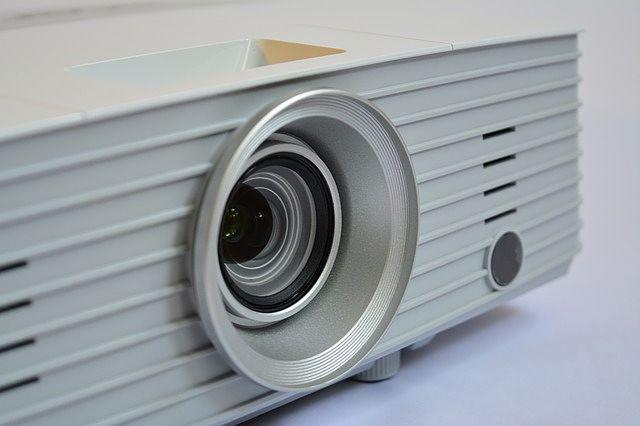 Objektiv projektoru