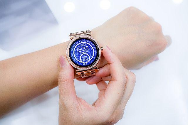 Chytré dámské hodinky