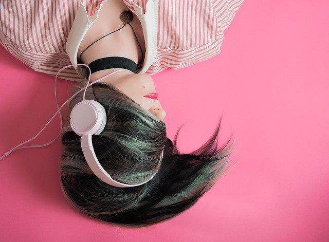 Sluchátka přes uši