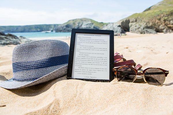 Čtečka knih se hodí i na pláž