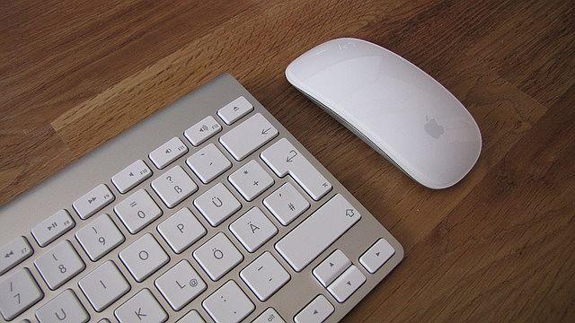 Nejpoužívanější myš k Macbooku je ta od Applu.