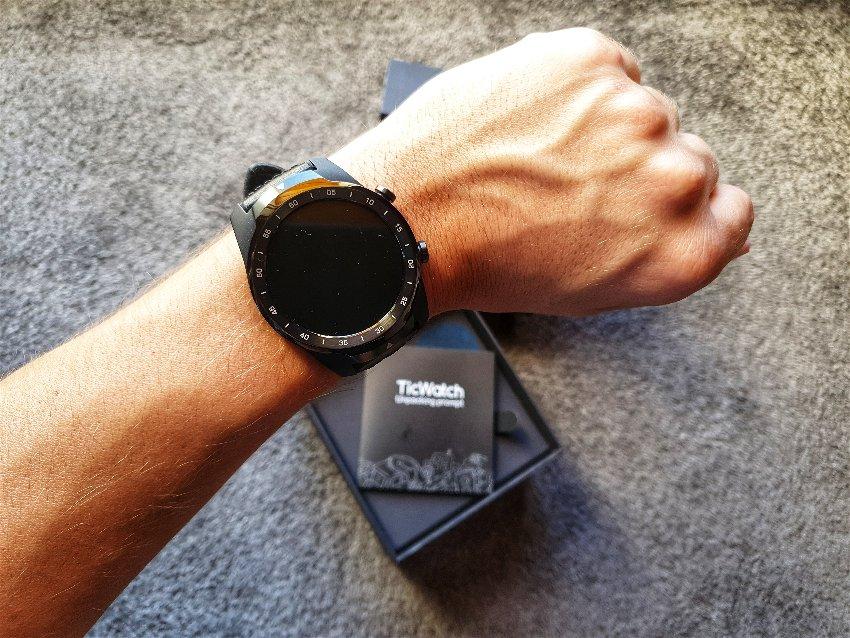 Ticwatch Pro 2020 na ruce