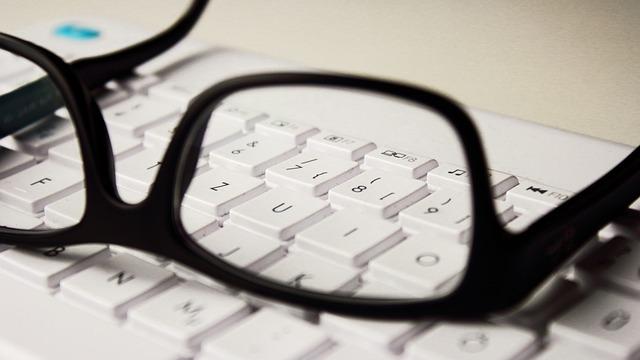 Brýle k PC na klávesnici